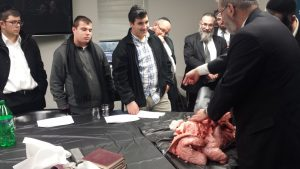 rabbi-mayer-kurcfeld-shows-lungs-to-mesivta-neimus-hatorah-students